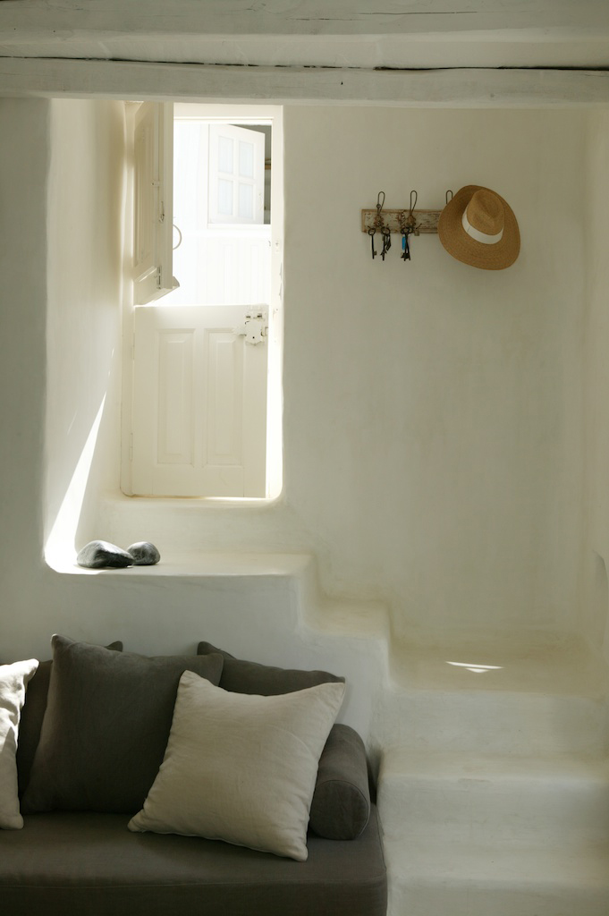 House-in-tinos-island-greece-by-Zege-architects-in-collaboration-with-architect-interior-designer-Marilyn-Katsaris-yatzer-18