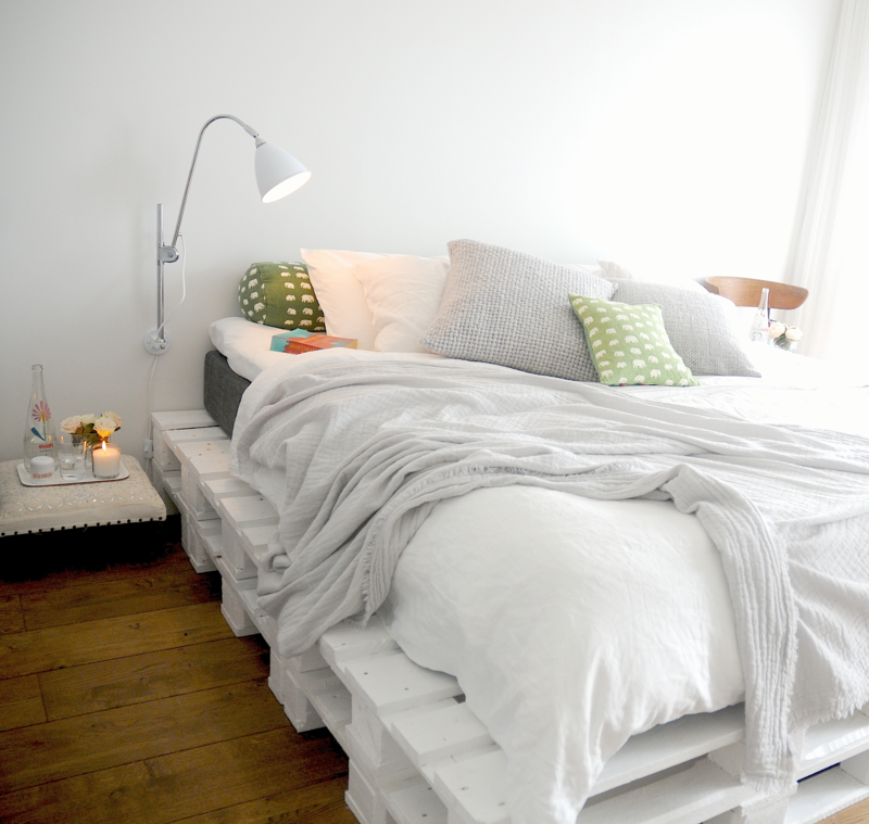 Rue_magazine_Joanna_bedroom