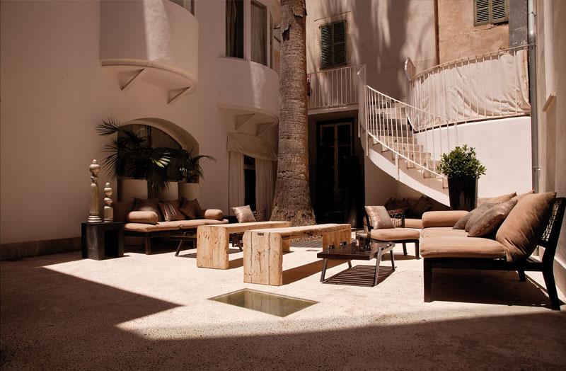 03_Hotel_Patio