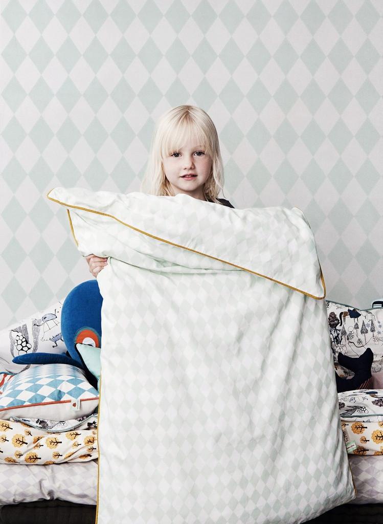 Ferm_living_kids_collection Harlequin_bedding_med_baggrund